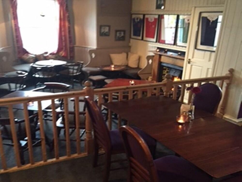클로벤퍼즈 컨트리 인(Clovenfords Country Inn) Hotel Image 21 - Hotel Lounge