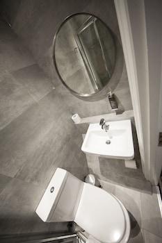 St George's Inn Victoria - Bathroom  - #0