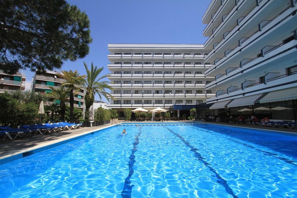 Gran Garbi Hotel 4*NL