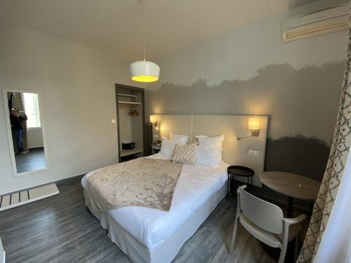 __{offers.Best_flights}__ Majestic Hotel