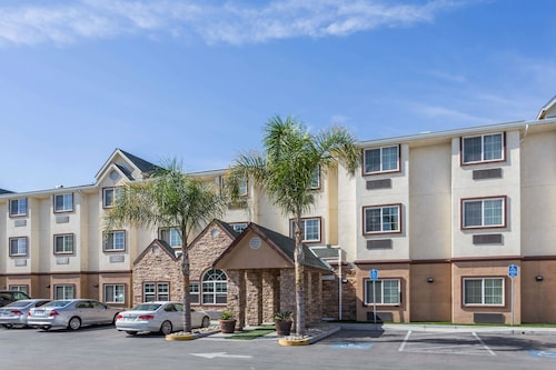 . Microtel Inn & Suites by Wyndham Tracy