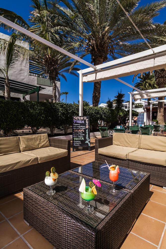 라브란다 플라야 클럽(LABRANDA Playa Club) Hotel Image 48 - Hotel Bar