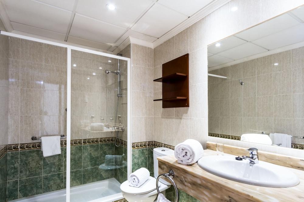 라브란다 플라야 클럽(LABRANDA Playa Club) Hotel Image 22 - Bathroom