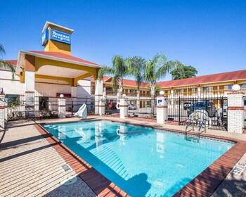 Rodeway Inn & Suites Humble, TX - Pool  - #0