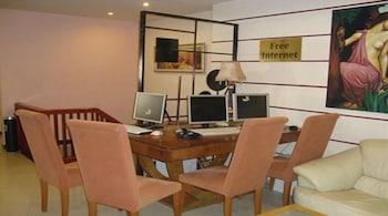 https://i.travelapi.com/hotels/2000000/1390000/1387900/1387862/17d761a2_b.jpg