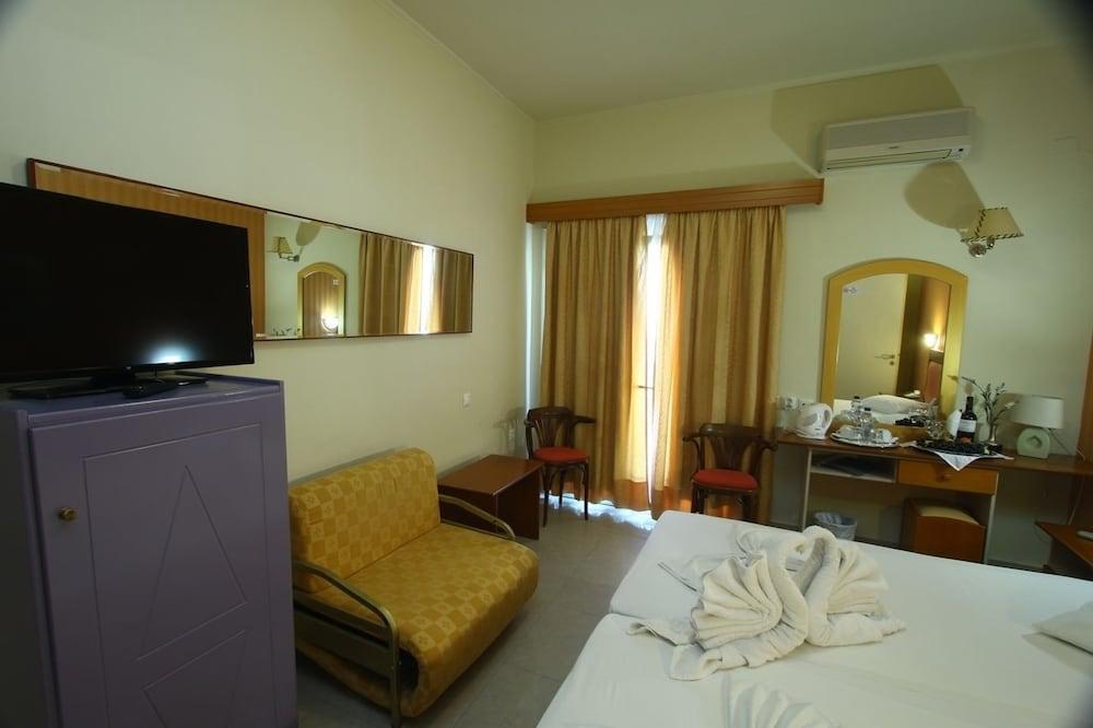 https://i.travelapi.com/hotels/2000000/1390000/1387900/1387862/48d33bc0_z.jpg
