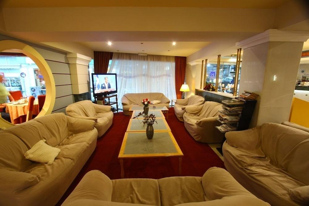 https://i.travelapi.com/hotels/2000000/1390000/1387900/1387862/5dfba66b_z.jpg