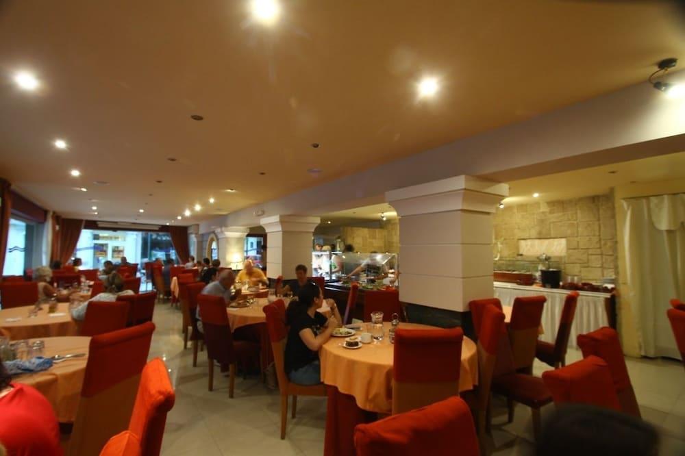 https://i.travelapi.com/hotels/2000000/1390000/1387900/1387862/67fee755_z.jpg
