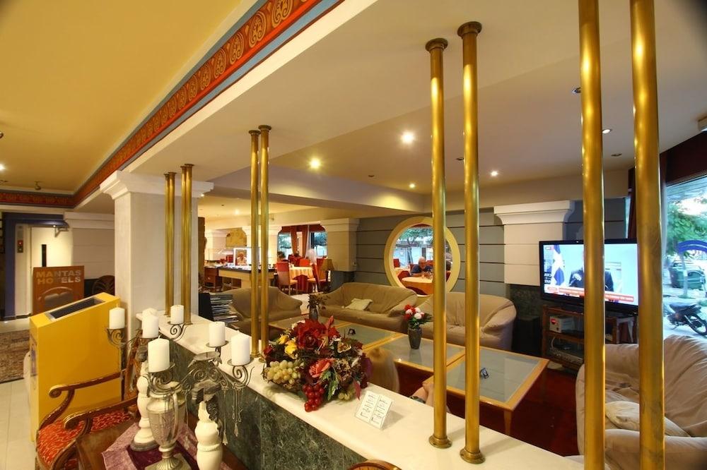 https://i.travelapi.com/hotels/2000000/1390000/1387900/1387862/698ebb9d_z.jpg