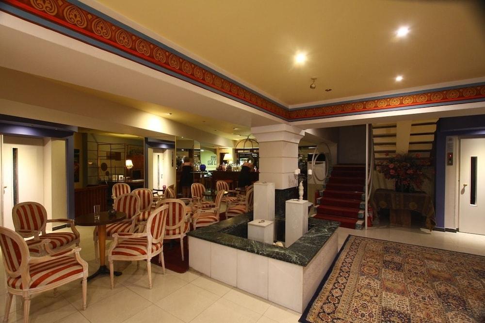 https://i.travelapi.com/hotels/2000000/1390000/1387900/1387862/732cd7c1_z.jpg