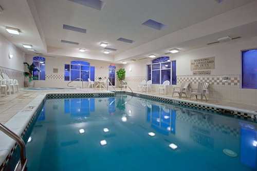. Country Inn & Suites by Radisson, Newport News South, VA