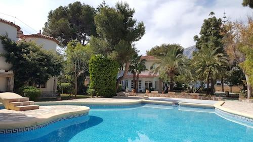 __{offers.Best_flights}__ Hotelet de la Raconà