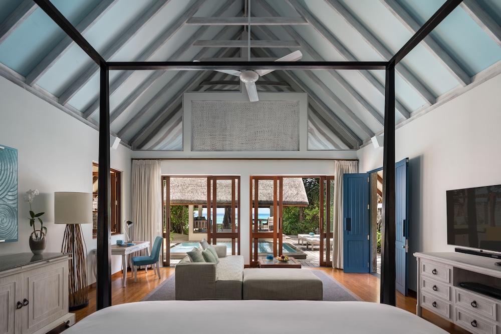 Family Villa, 1 King Bed, Pool Access (Beach)