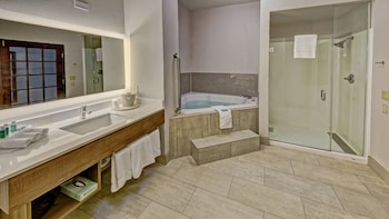 Room, 1 King Bed, Non Smoking, Jetted Tub