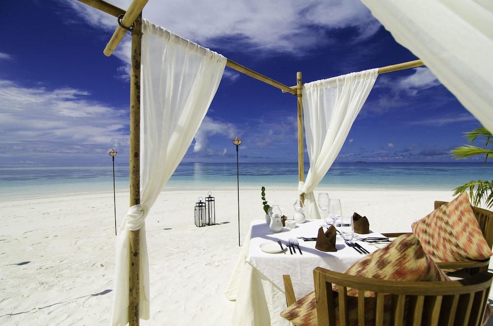 미리히 아일랜드 리조트(Mirihi Island Resort) Hotel Image 60 - Couples Dining