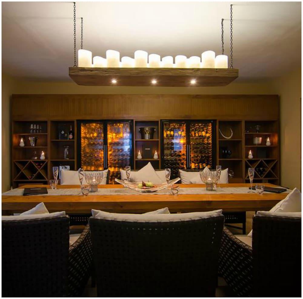 미리히 아일랜드 리조트(Mirihi Island Resort) Hotel Image 65 - Hotel Bar