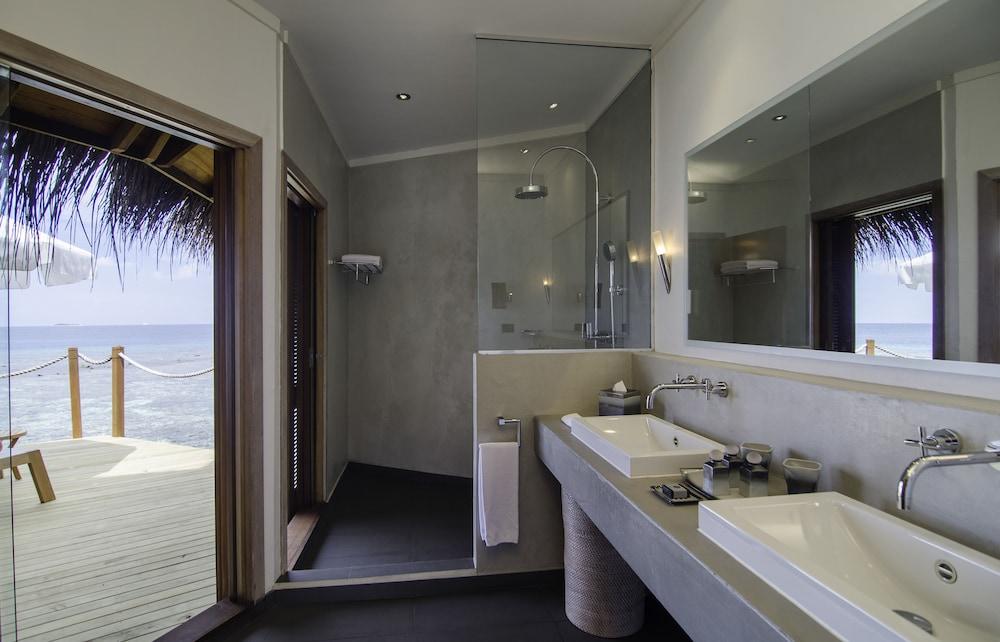 미리히 아일랜드 리조트(Mirihi Island Resort) Hotel Image 29 - Bathroom