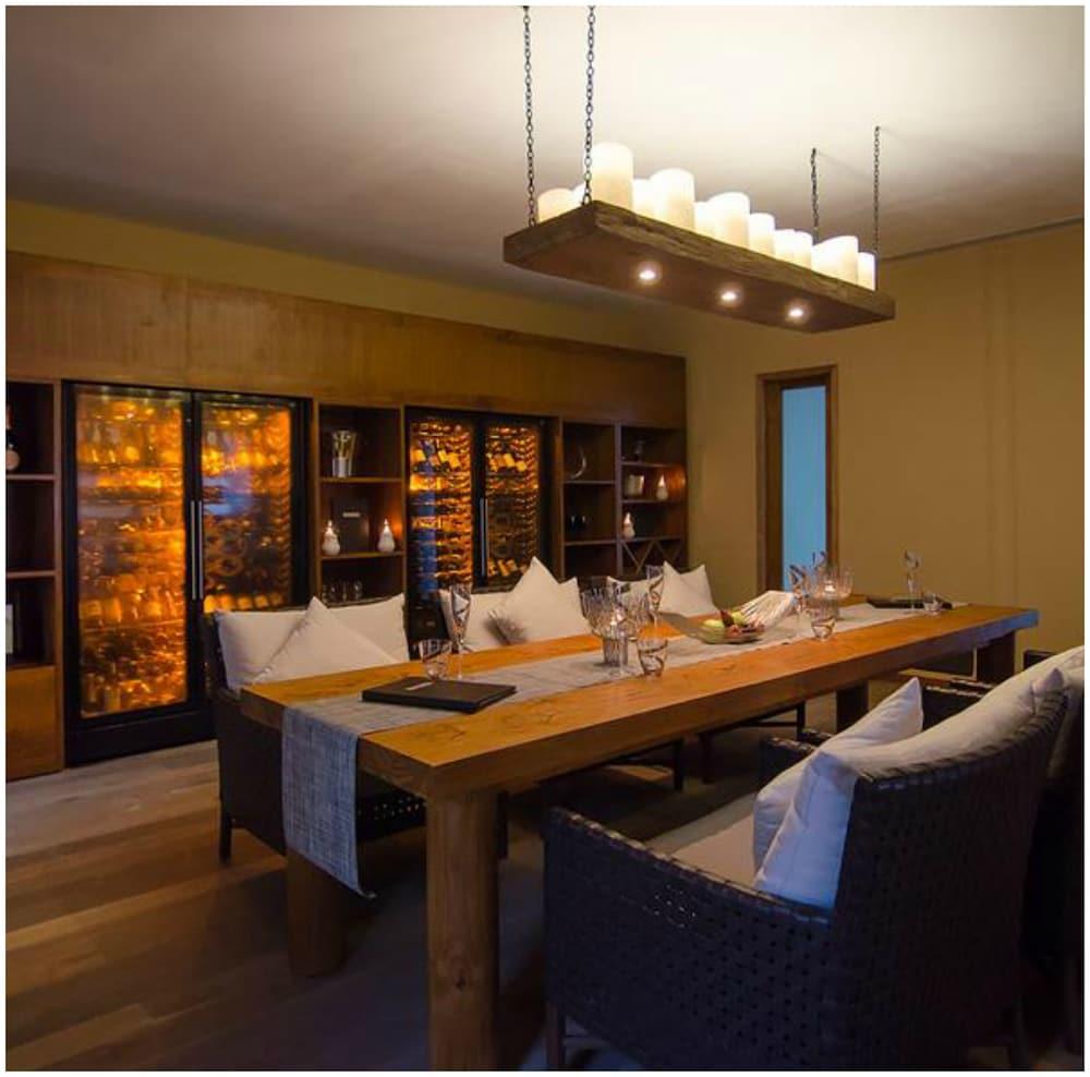 미리히 아일랜드 리조트(Mirihi Island Resort) Hotel Image 45 - Dining
