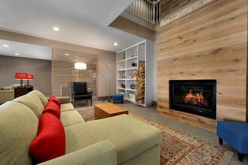 . Country Inn & Suites by Radisson, Houghton, MI