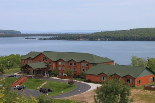 . Holiday Inn Express Munising-Lakeview, an IHG Hotel