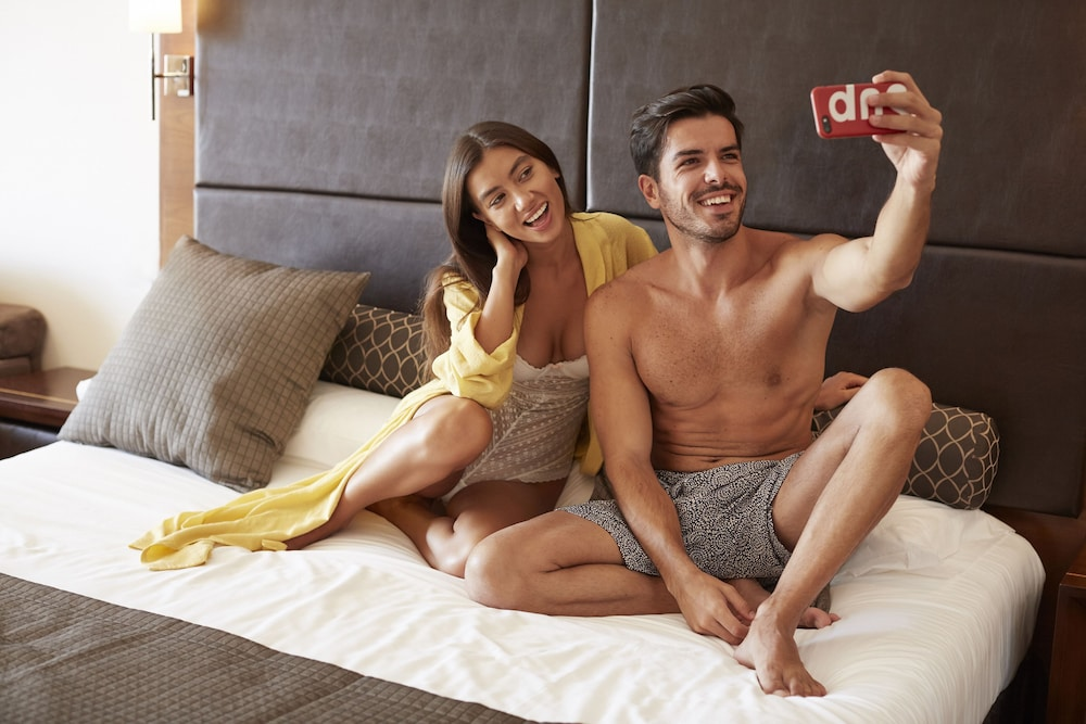 https://i.travelapi.com/hotels/2000000/1400000/1399100/1399041/5f0edf5b_z.jpg