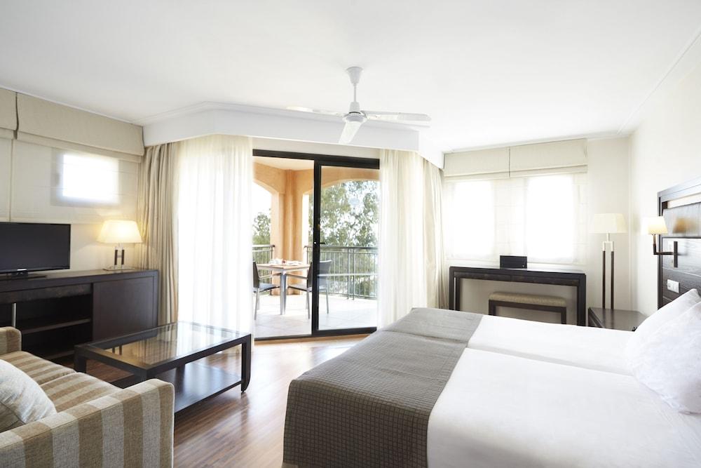 https://i.travelapi.com/hotels/2000000/1400000/1399100/1399041/9609846f_z.jpg
