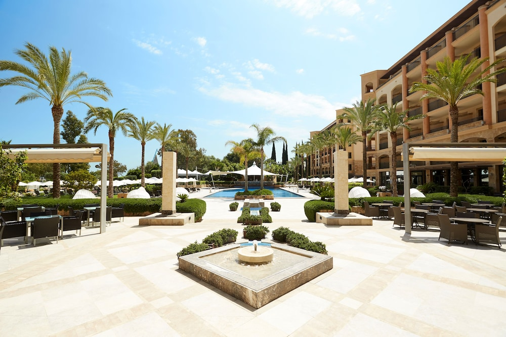 https://i.travelapi.com/hotels/2000000/1400000/1399100/1399041/970a3415_z.jpg