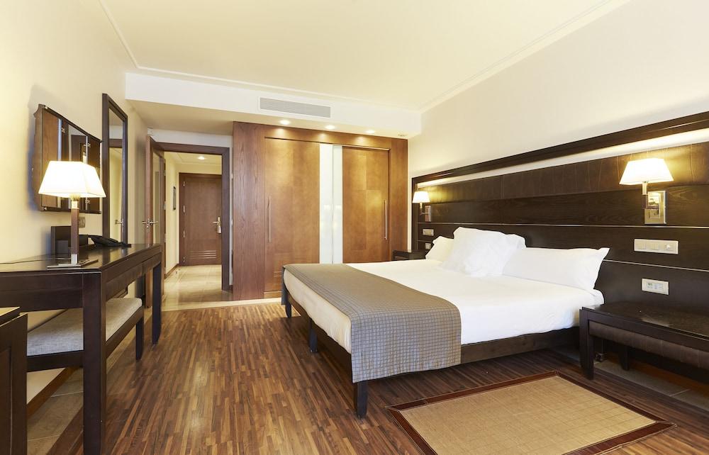 https://i.travelapi.com/hotels/2000000/1400000/1399100/1399041/b97fd57a_z.jpg