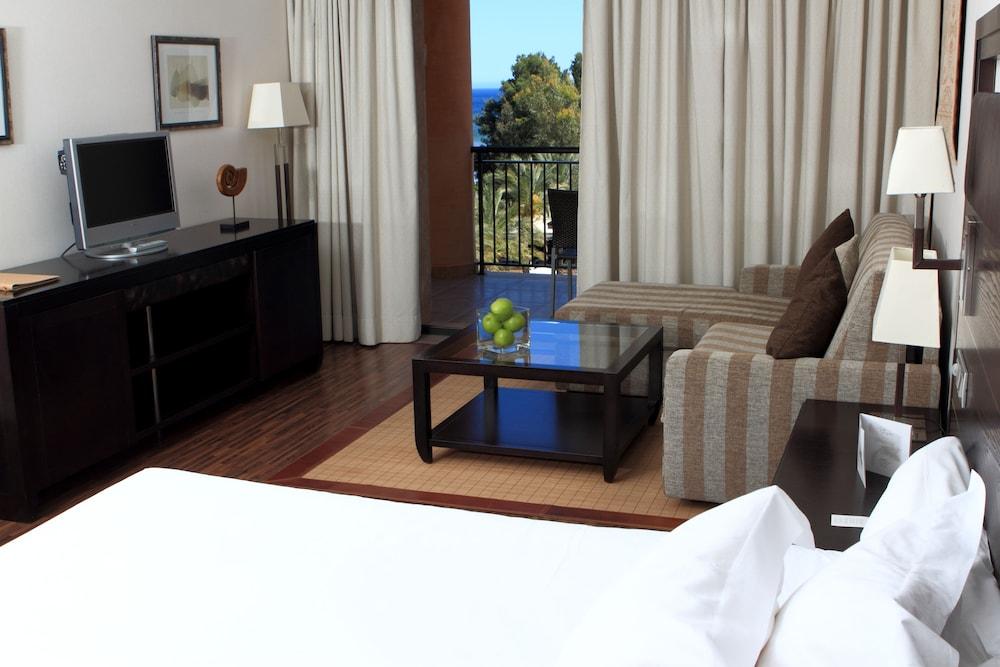 https://i.travelapi.com/hotels/2000000/1400000/1399100/1399041/d363618f_z.jpg