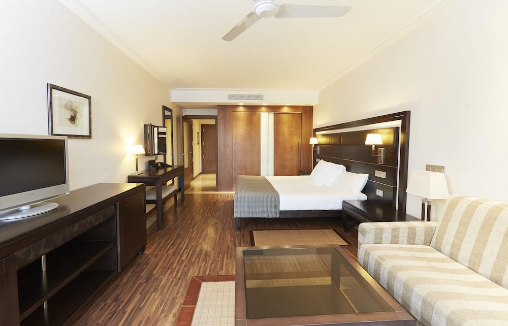 https://i.travelapi.com/hotels/2000000/1400000/1399100/1399041/db942ca2_z.jpg