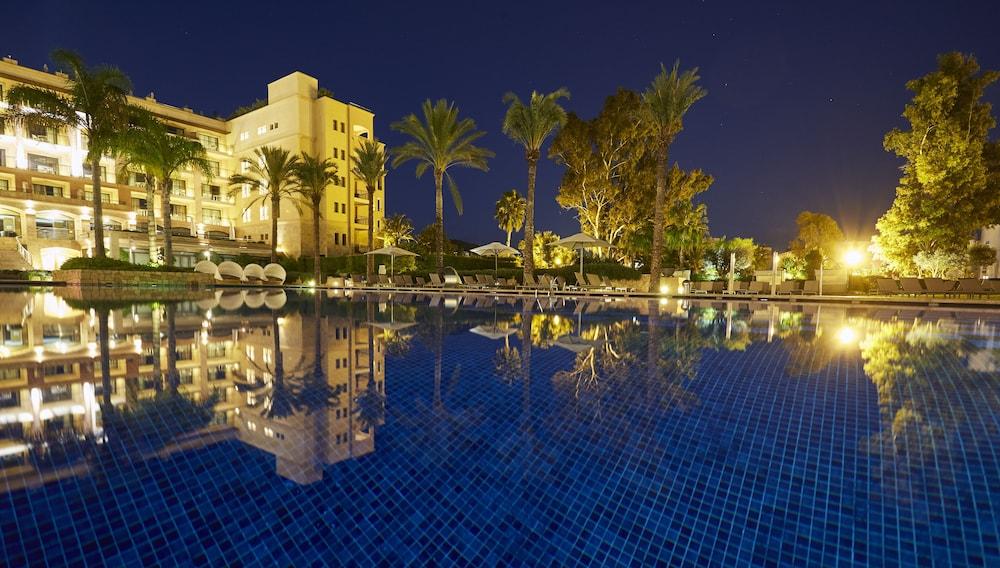 https://i.travelapi.com/hotels/2000000/1400000/1399100/1399041/e5bff22c_z.jpg