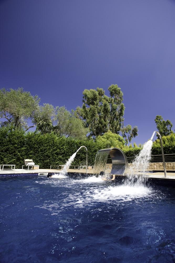 https://i.travelapi.com/hotels/2000000/1400000/1399100/1399041/f6d1a125_z.jpg