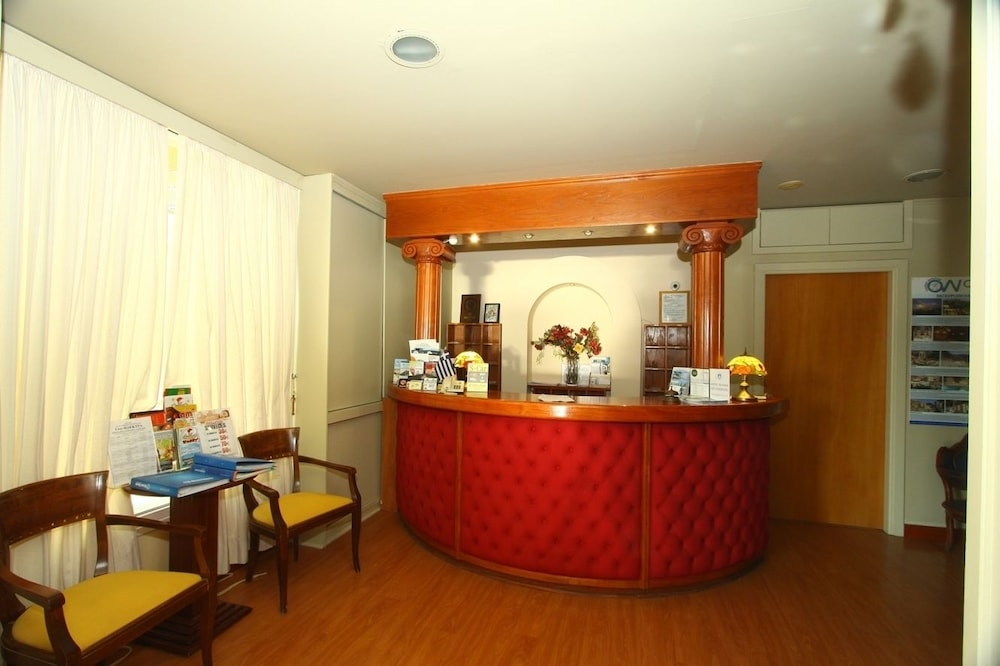 https://i.travelapi.com/hotels/2000000/1400000/1399300/1399297/39d58b50_z.jpg