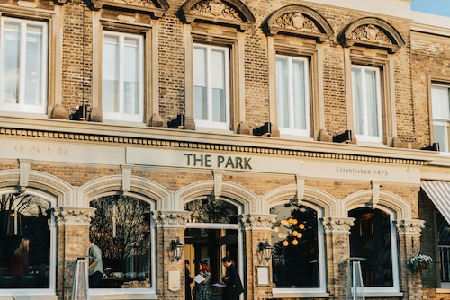 __{offers.Best_flights}__ The Park Hotel