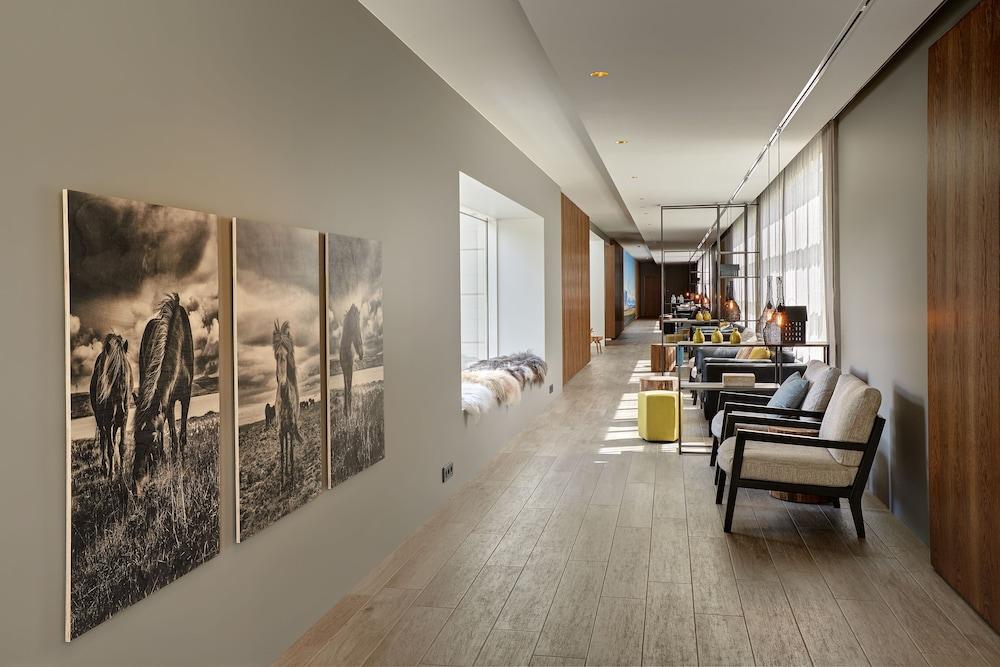https://i.travelapi.com/hotels/2000000/1400000/1399700/1399676/6630f99f_z.jpg