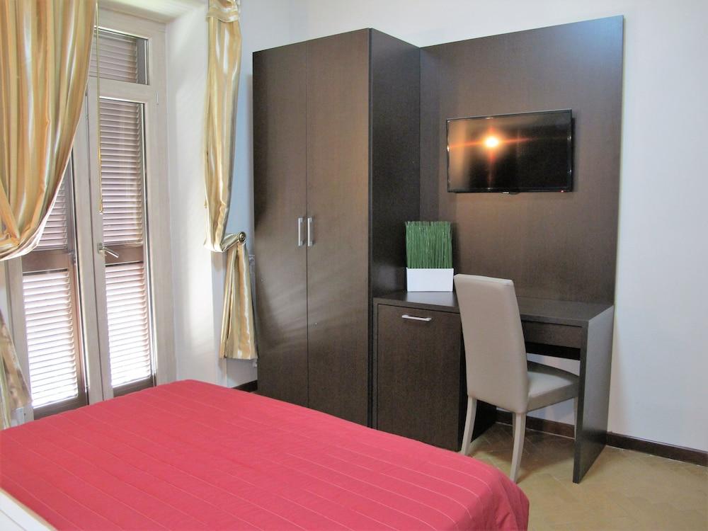 호텔 데스테(Hotel D'Este) Hotel Image 7 - Guestroom
