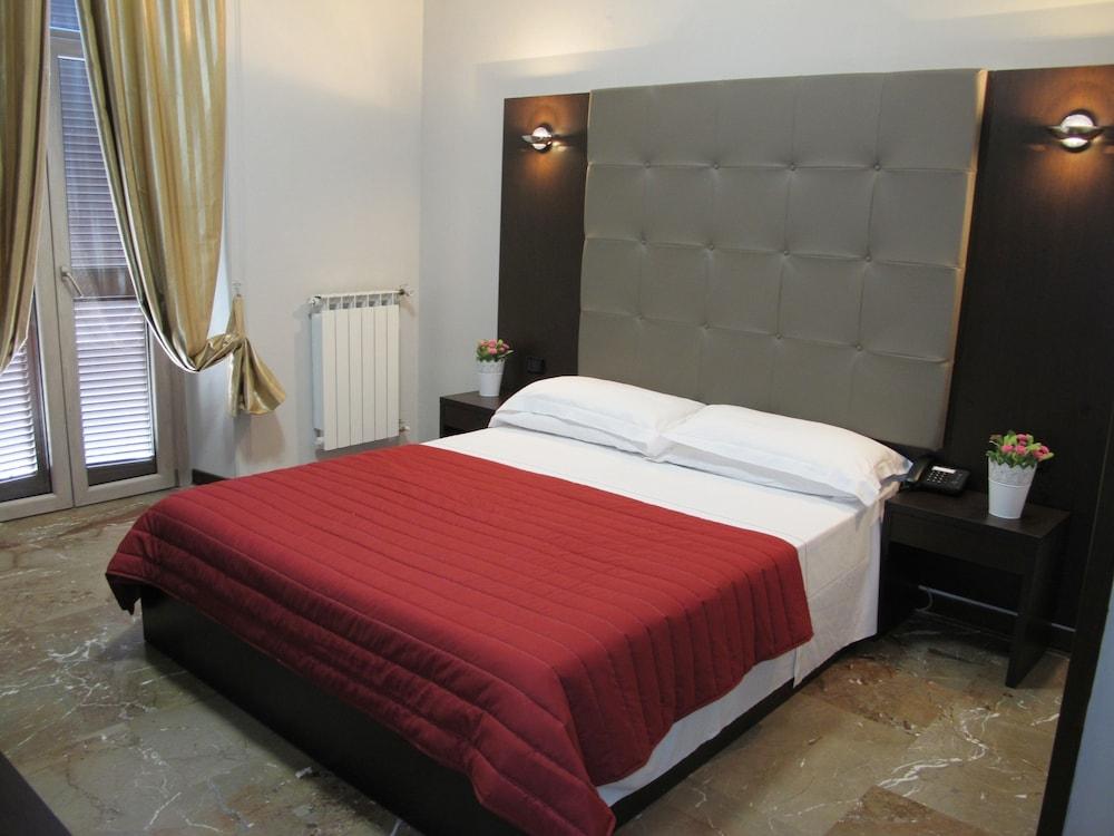 호텔 데스테(Hotel D'Este) Hotel Image 12 - Guestroom
