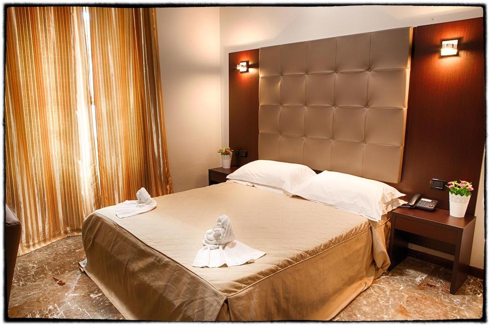 호텔 데스테(Hotel D'Este) Hotel Image 5 - Guestroom