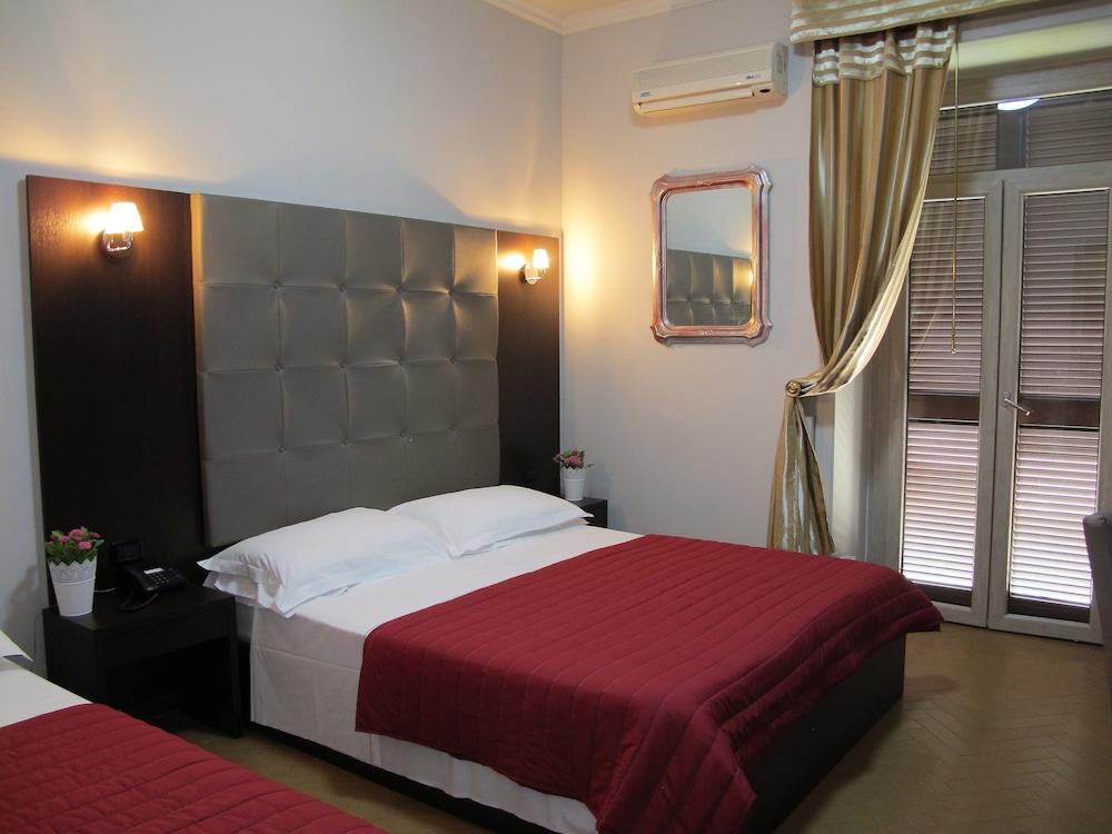 호텔 데스테(Hotel D'Este) Hotel Image 9 - Guestroom