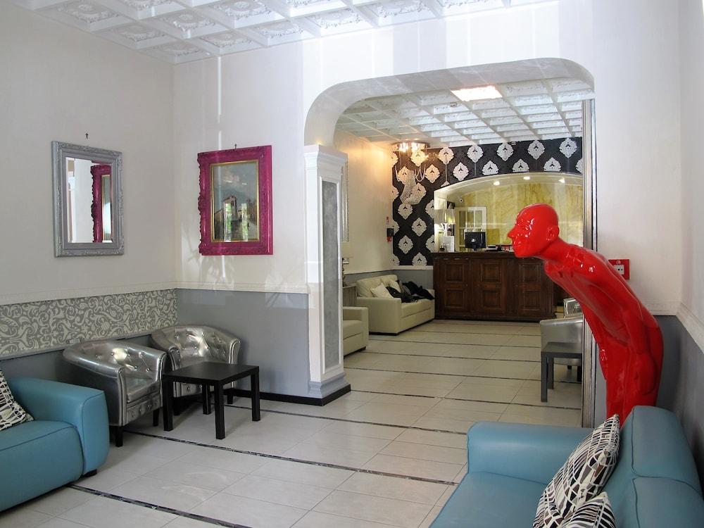 호텔 데스테(Hotel D'Este) Hotel Image 1 - Lobby Sitting Area