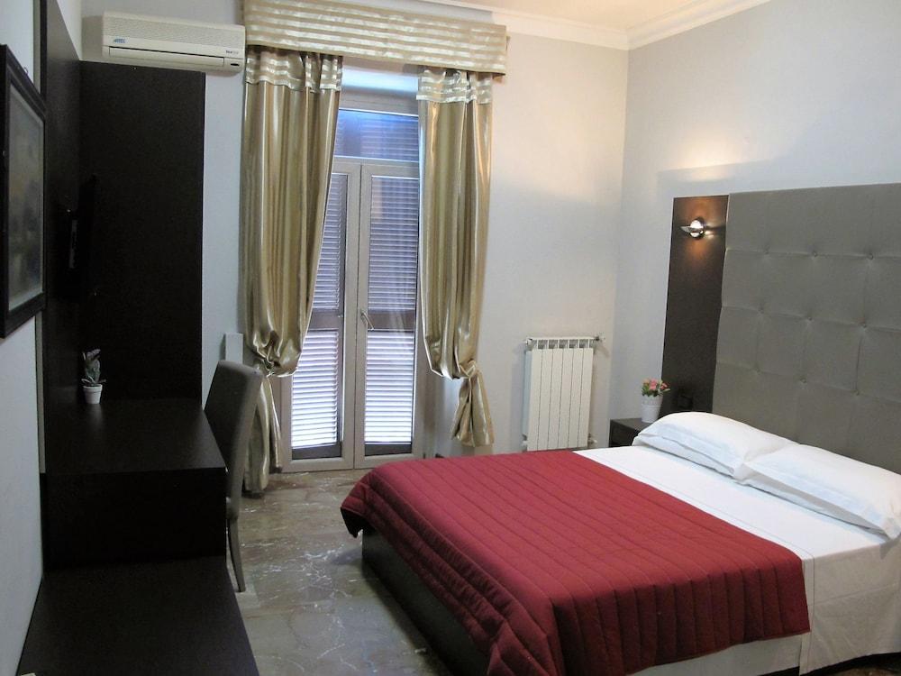 호텔 데스테(Hotel D'Este) Hotel Image 19 - Guestroom