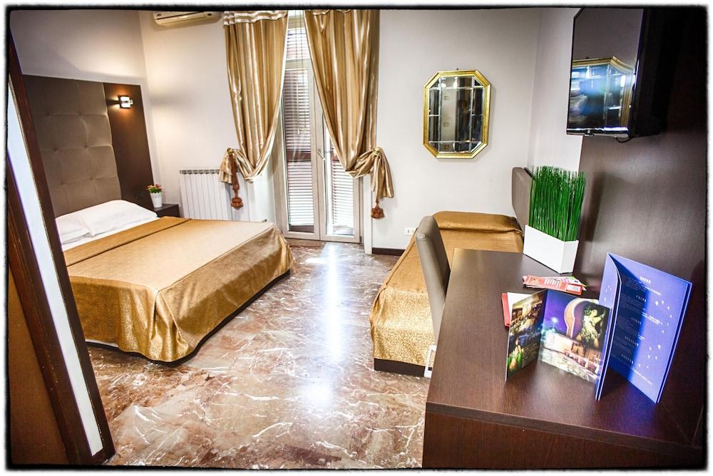 호텔 데스테(Hotel D'Este) Hotel Image 6 - Guestroom