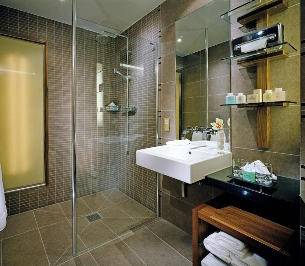 https://i.travelapi.com/hotels/2000000/1410000/1400100/1400061/56cf1673_z.jpg