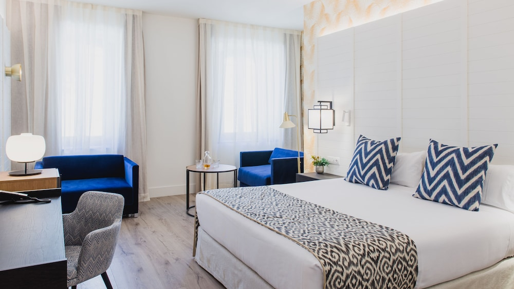 https://i.travelapi.com/hotels/2000000/1410000/1400100/1400064/1778ce03_z.jpg