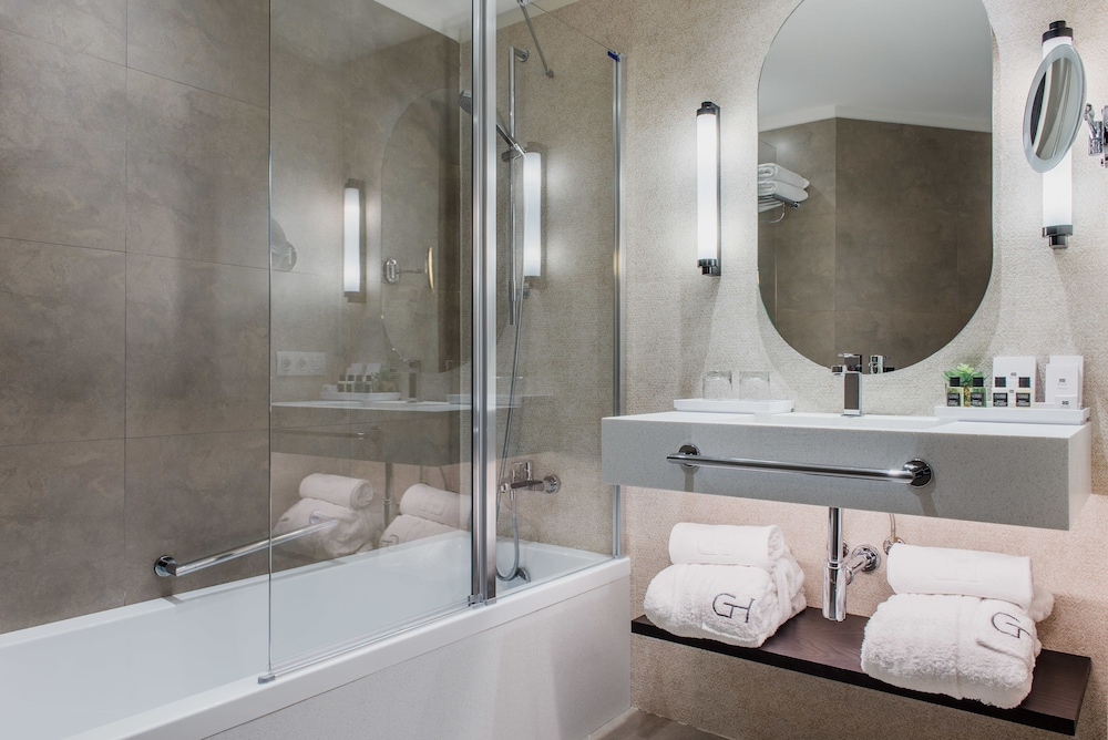 https://i.travelapi.com/hotels/2000000/1410000/1400100/1400064/6ccec199_z.jpg