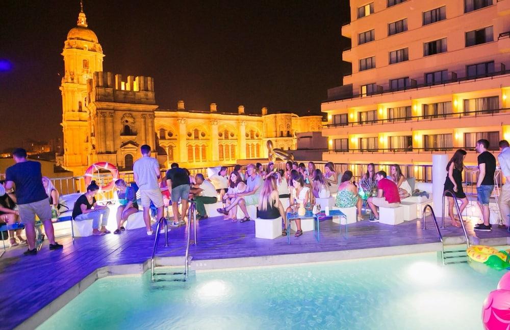 https://i.travelapi.com/hotels/2000000/1410000/1400100/1400064/97a7ca30_z.jpg