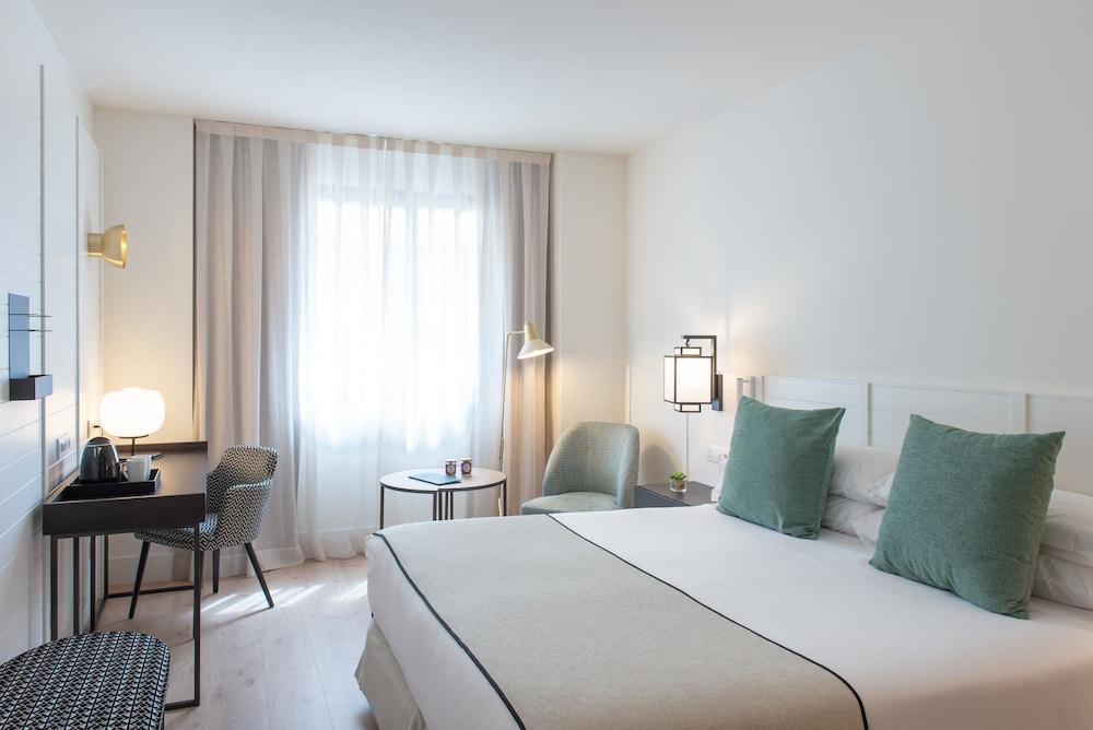 https://i.travelapi.com/hotels/2000000/1410000/1400100/1400064/d5422cdf_z.jpg