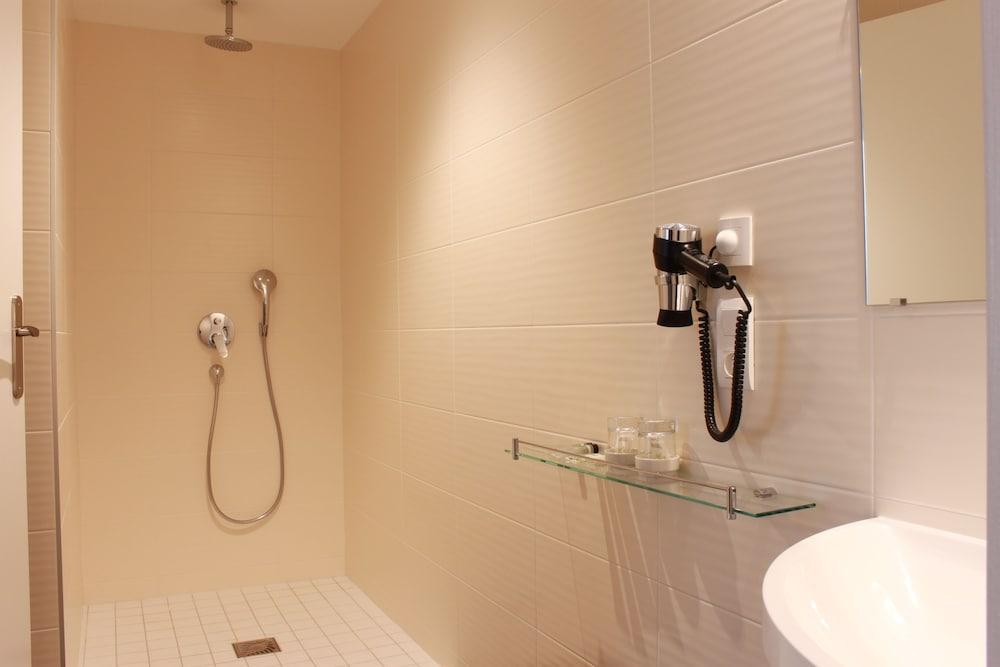 호텔 아스토리아 낭트(Hotel Astoria Nantes) Hotel Image 33 - Bathroom