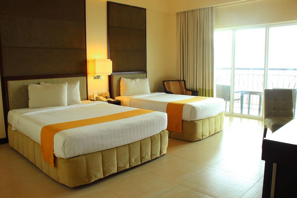 https://i.travelapi.com/hotels/2000000/1410000/1404100/1404044/a801d462_z.jpg