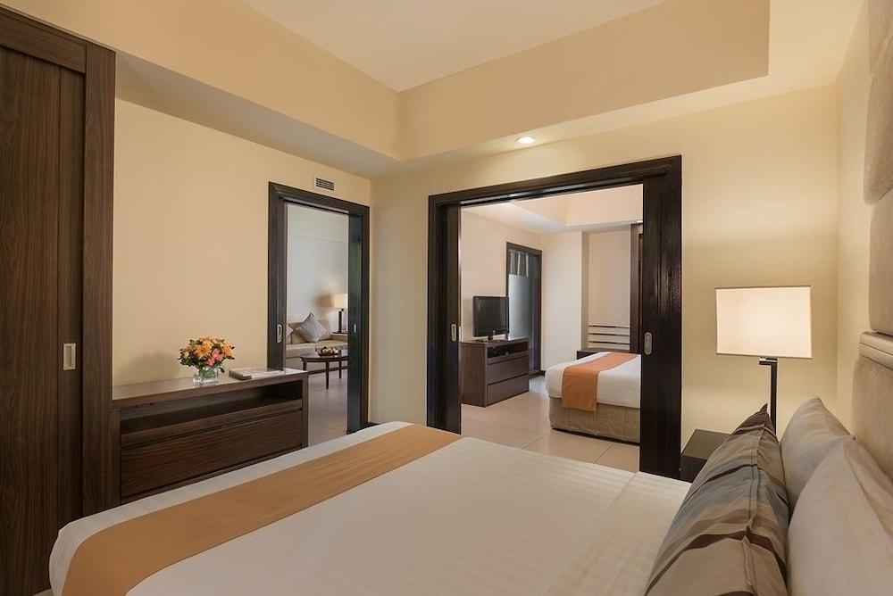 https://i.travelapi.com/hotels/2000000/1410000/1404100/1404044/e9b956c2_z.jpg